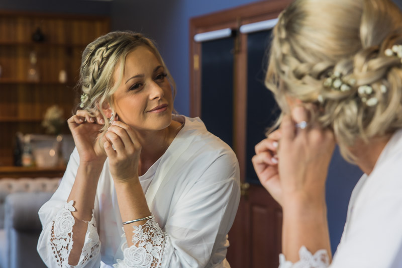 Brides final touches